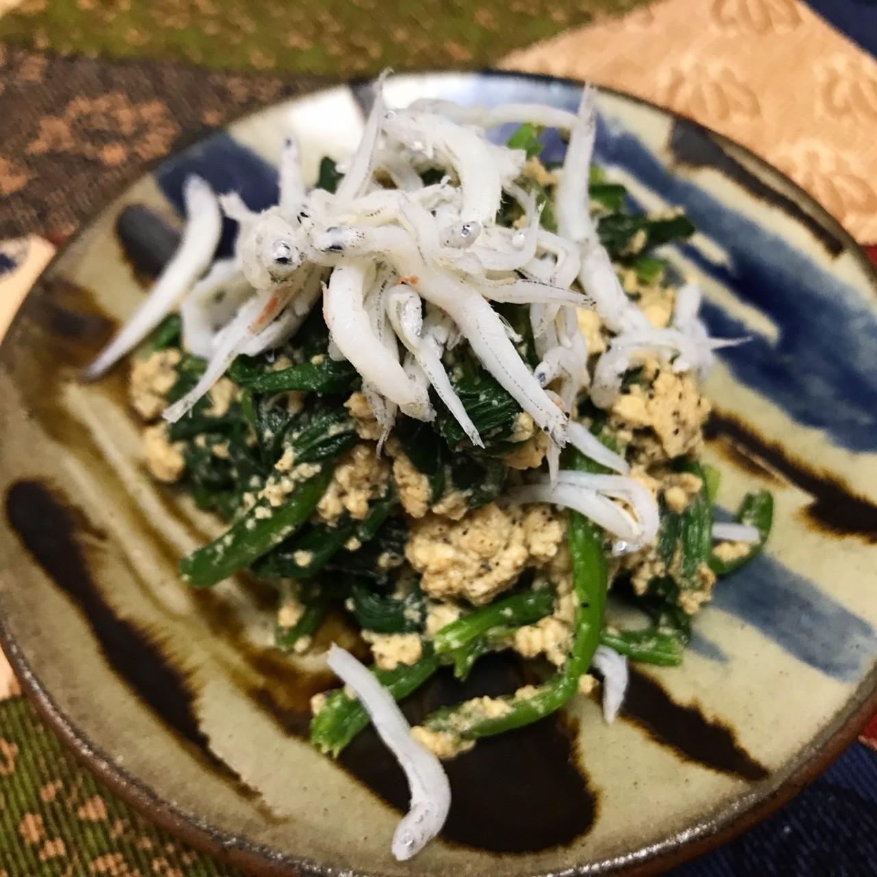 ほうれん草を茹でて、流水でアク抜きして絞って切る。きび砂糖・醤油・味噌・ごま・水気を切った豆腐を擦り合わせて、ほうれん草を和える。しらす干しがあったら、乗せる。日本酒がど真ん中だけど、コクがあるからワインでもイケますよん  #料理 #おつまみ #酒 #野菜