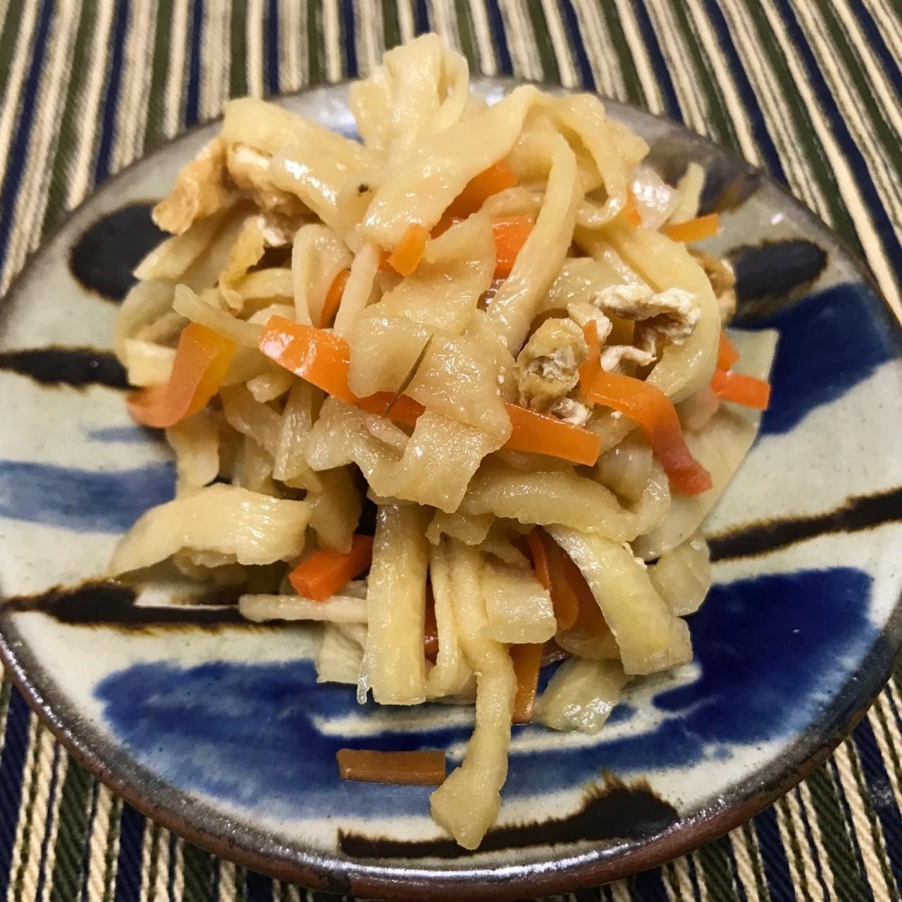 勝浦の朝市で買ってきた切り干し大根を水で戻して、人参、油揚げと炒めて、ダシ・醤油・味醂・砂糖でコトコト煮る。自分で作ると、好みの甘さ・アルデンテでできるのがいいね  #料理 #おつまみ #野菜
