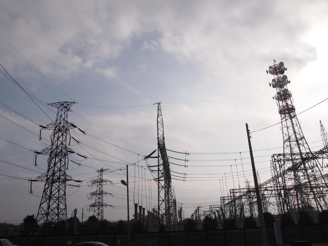 多摩変電所に出入りする只見幹線。512-4号と513号。2014年11月撮影。 #鉄塔