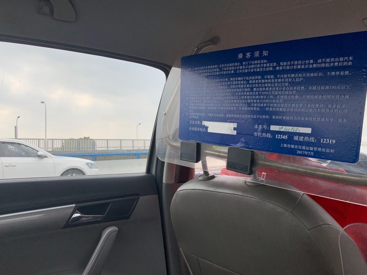 10時間遅れで上海到着。到着から空港出るまで1時間弱。中国でもgoogleが使えるsimをいれたらLTEでサクサク繋がる。普段はキャッシュレスだけど、北京語はなんとなくわかるのでATMで中国元を引き出してタクシーで一路スタジアムへ。目的地の上海体育館は「しゃんはいてぃーいーぐあん」といえば通じる。大学の時に北京語やっててよかった。