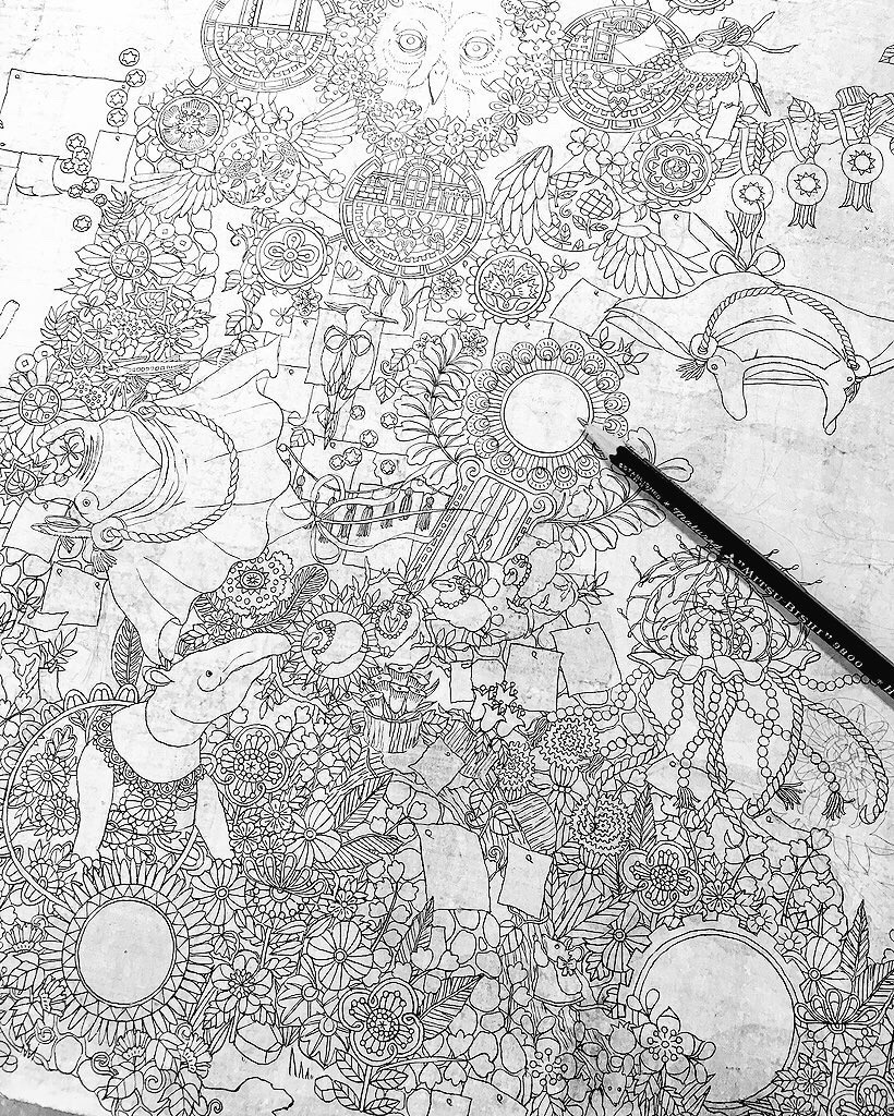 下描きしつつ骨描きもしていく進め方です。 ザックリした構図だけ頭の中にあって、あとは描きながら考えます。