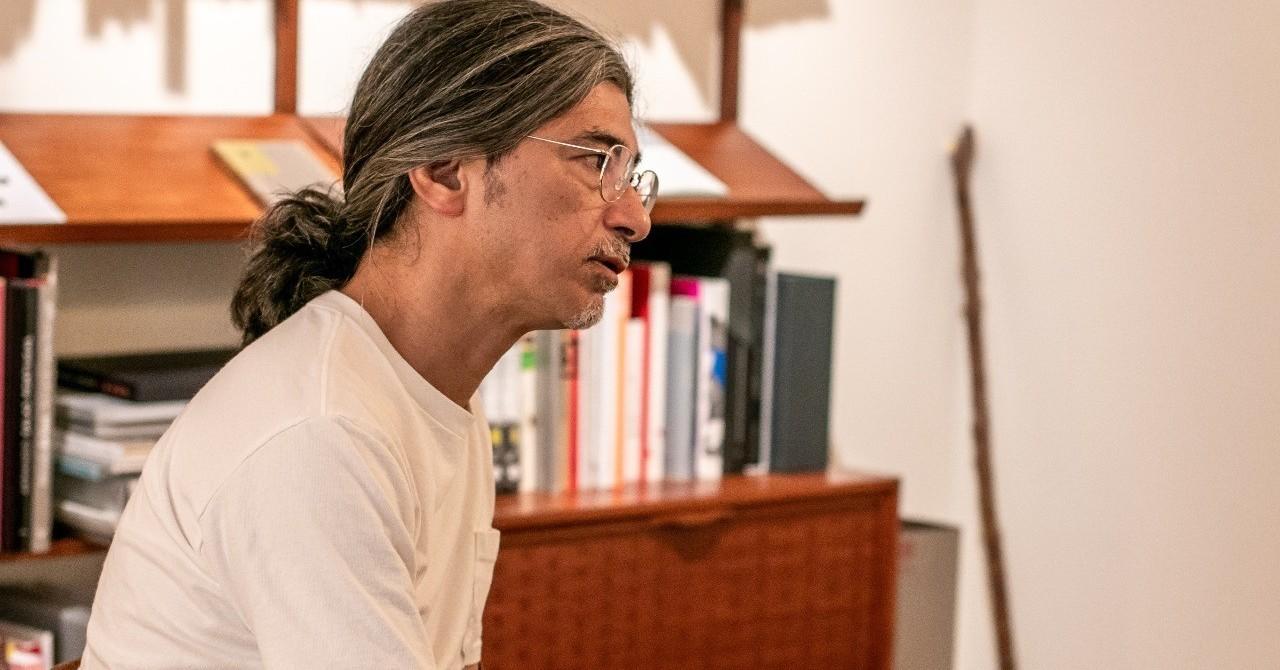 生と死のはざまを撮り続ける写真家 荒木経惟ーー日本を代表するギャラリストはアラーキーの作品について何を語るのか|The Chain Museum