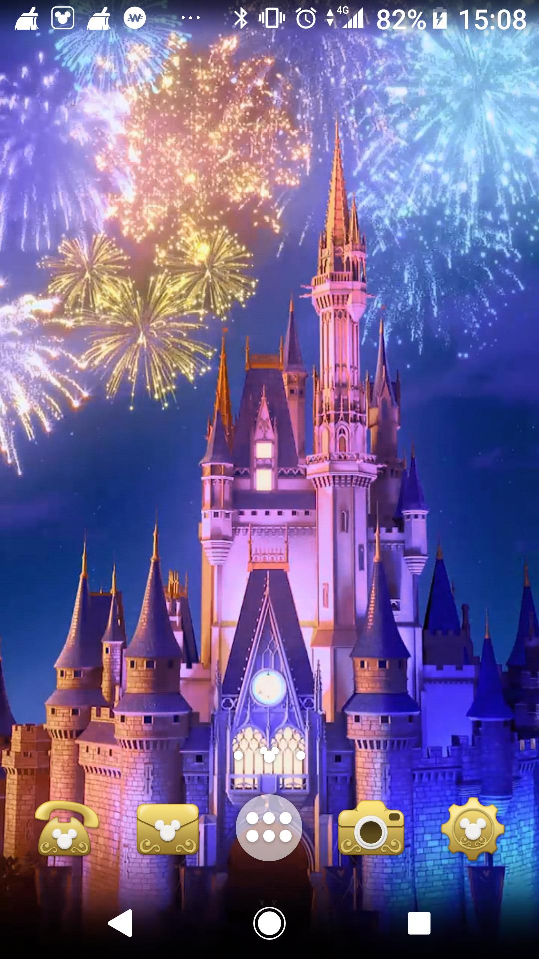 最近の壁紙はシンデレラ城 花火が上がったり 妖精がキラキラと舞っ