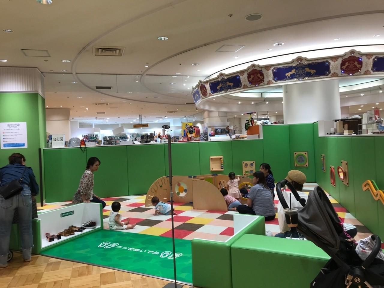プレイルーム単独では狭いスペースながらも、隣接するおもちゃコーナーでも多少遊べる
