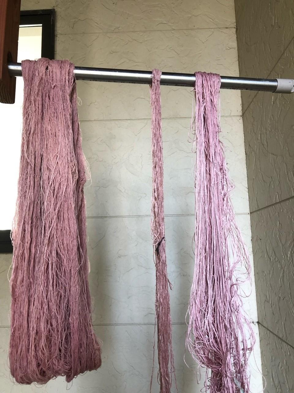 桜で染めた綿、麻です