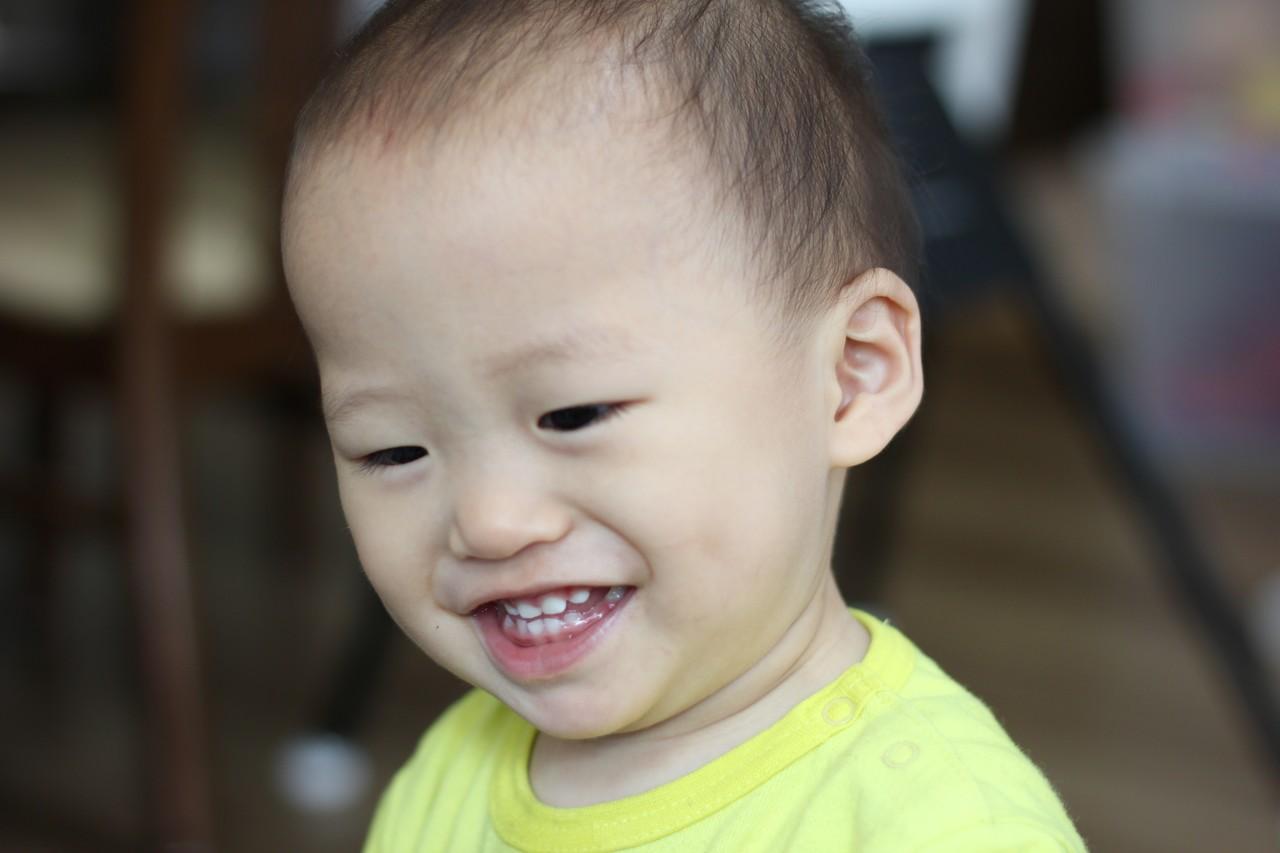 わが子のにかっとする笑い顔が可愛い いたずら坊主なんだけど