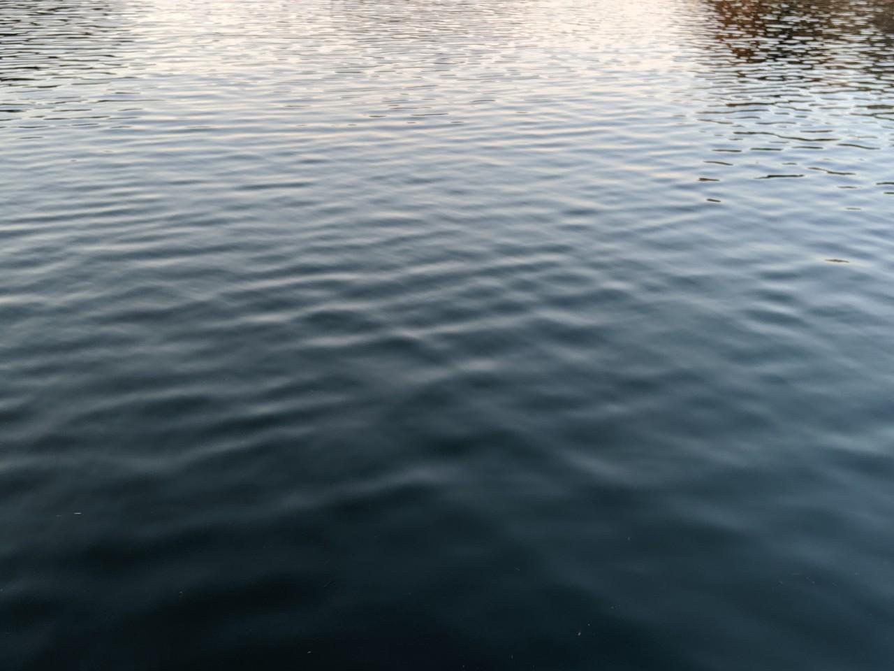 水面 も コンクリ の よう に かとう なる