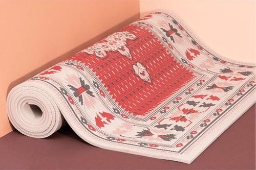 私はゴロ寝に使います『絨毯のようなヨガマット』