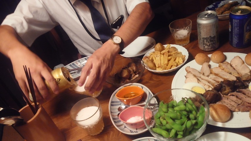 一昨日、2016年8月17日、三人でプチ宴会だった。 久しぶりに地ビール&白ワインで。