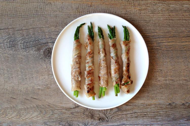 <材料>   アスパラガス、豚肉ロース、塩・こしょう、片栗粉