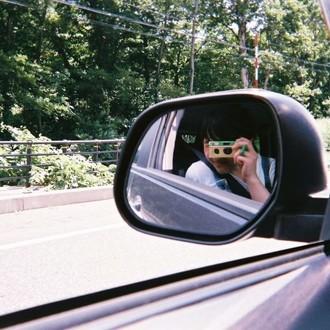 ミラーの自撮りする中島セナ