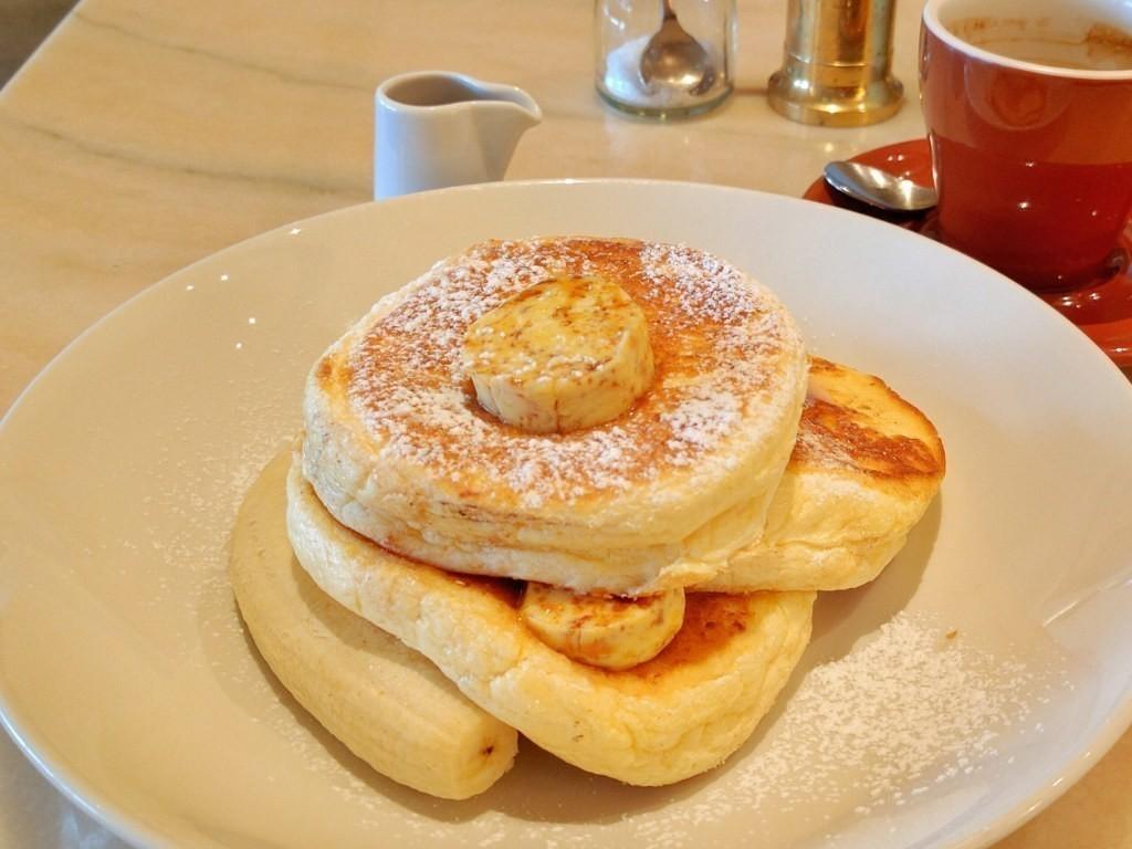 """billsはオーストラリア・シドニー発のカジュアルダイニング。人気ナンバーワンのリコッタチーズパンケーキは""""世界一の朝食""""として世界中の多くのファンに愛されています。"""