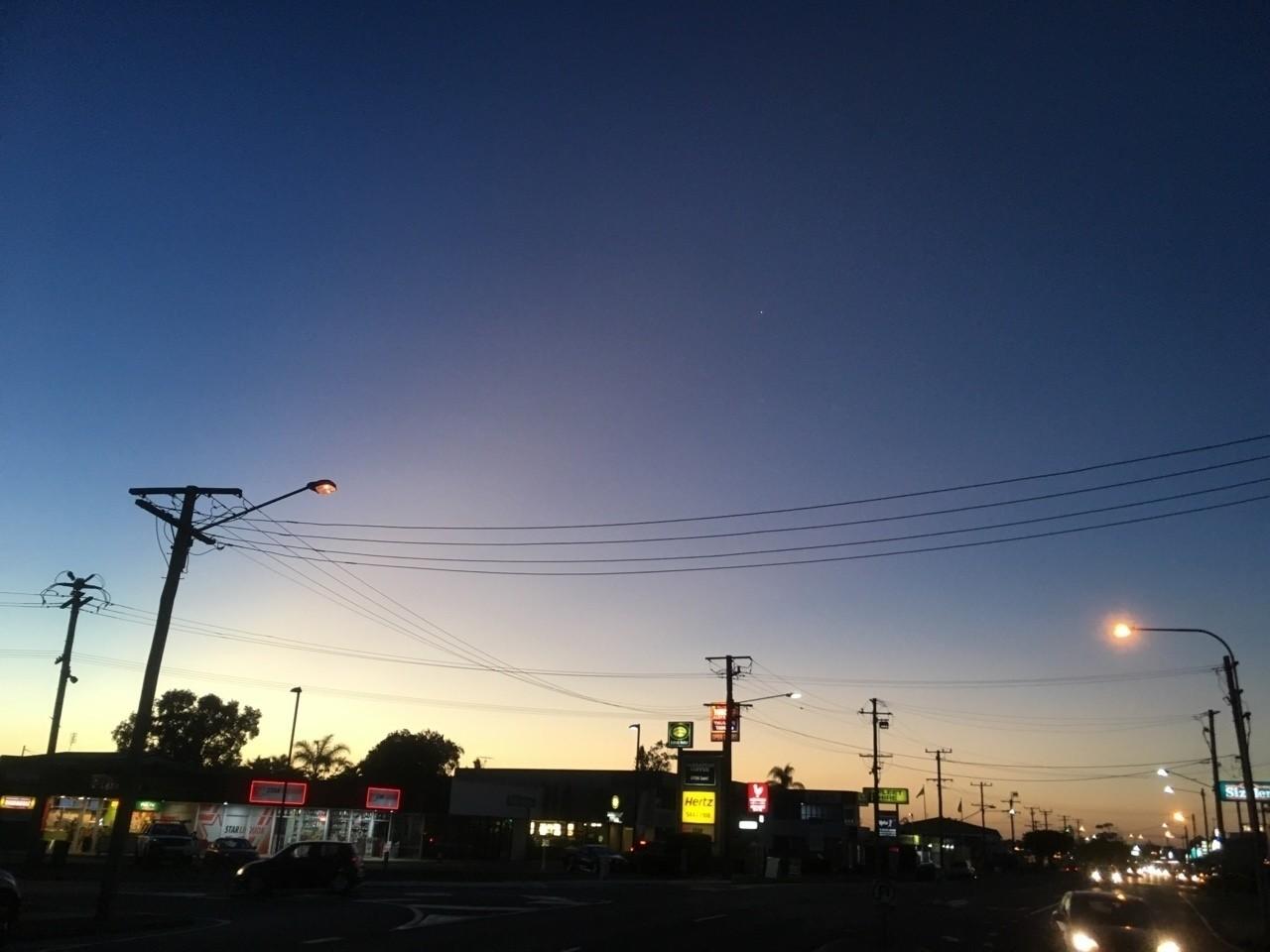地元の夕方に似てる。コインランドリーからの景色。   #写真 #オーストラリア