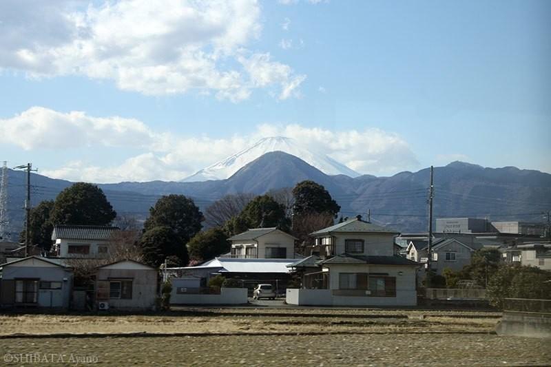 #富士山の日 なので、小田急線から見た富士山と矢倉岳(2月13日撮影)。