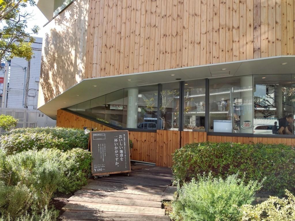 建築家 中村拓志氏が設計した12角形のカフェ。住所の猿楽町にちなんでモンキーカフェという店名になったそう。