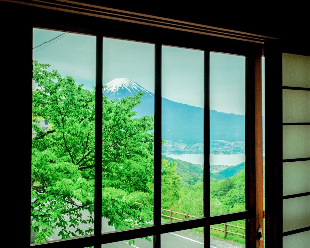 夏っぽくしたいな〜と思ったけど富士山に雪がある時点で夏じゃない🗻