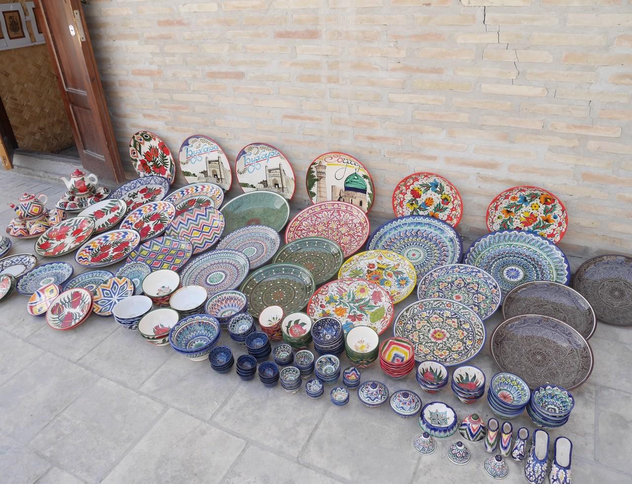 陶器の並べ売り