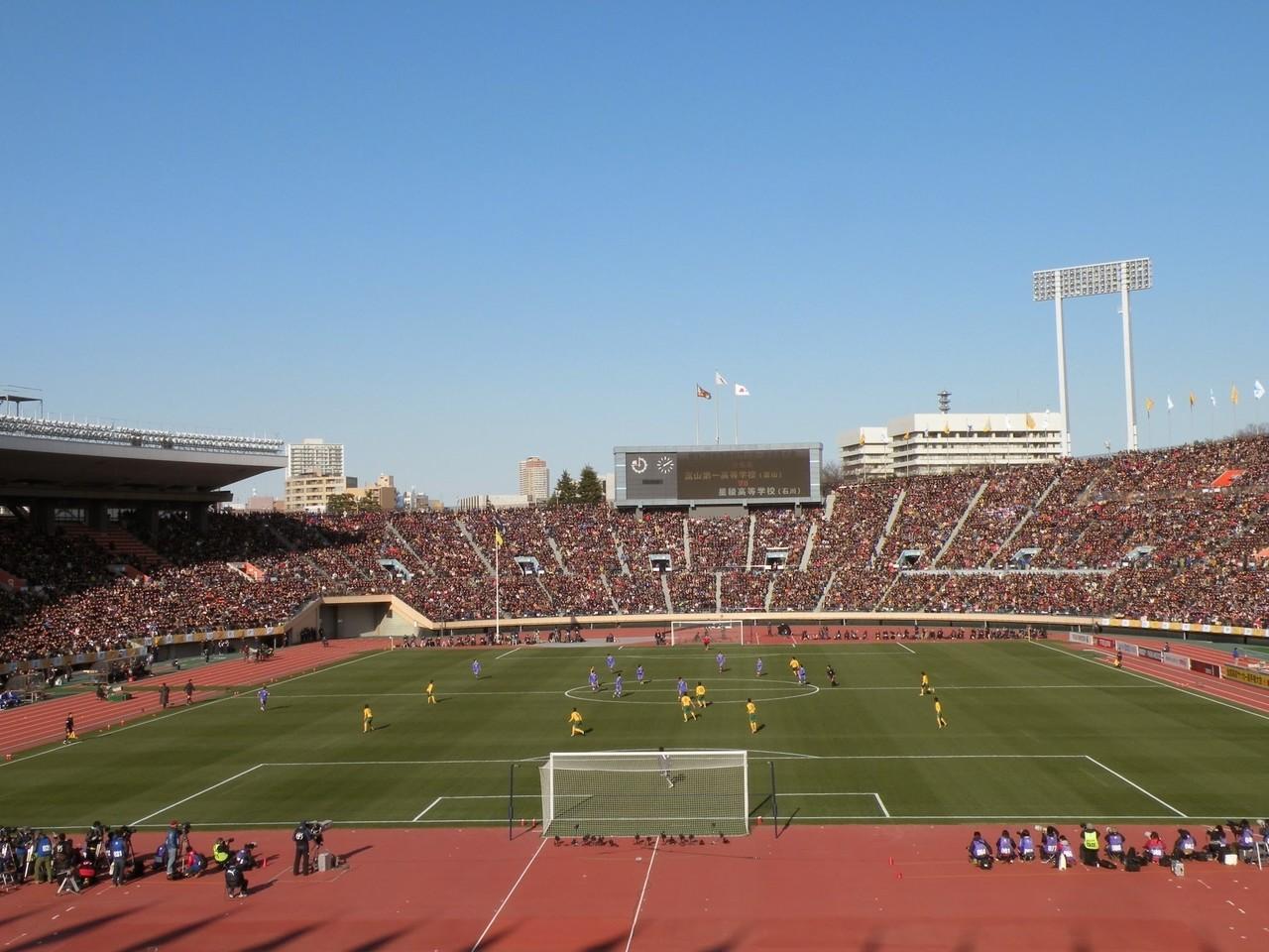 オンラインコミュニティ「SUSONO」カメラ部 8月のテーマ「集まる」より投稿。いわゆる高校サッカーでの「最後の国立」である