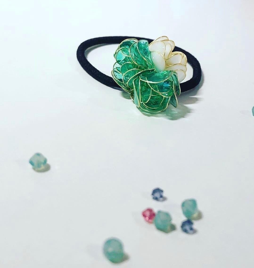 パールアクアグリーンのお花のヘアゴム