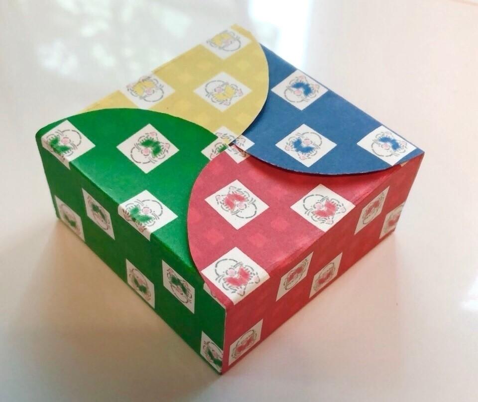 リトル・モグの4色コンビネーションBOX  普通紙での試作品。 もう少ししっかりした厚紙で上手くできるよう調整中です!
