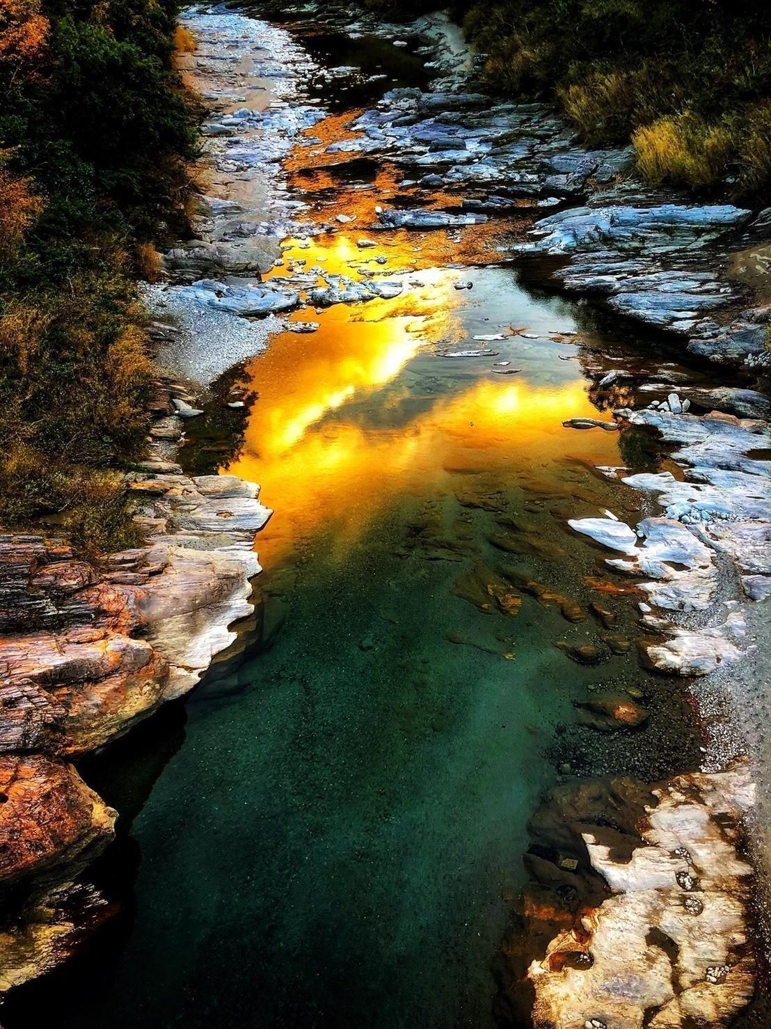 川に写り込む夕焼けがきれいだった……未完。