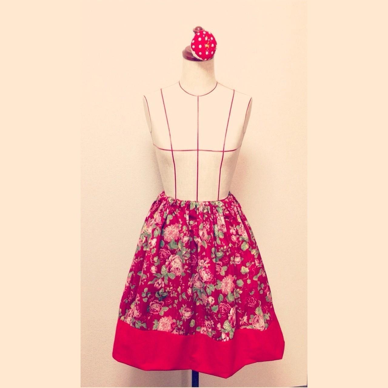 切り替えギャザースカート。夜に作りたくなったので、ミシンが出せず手縫いで仕上げました。