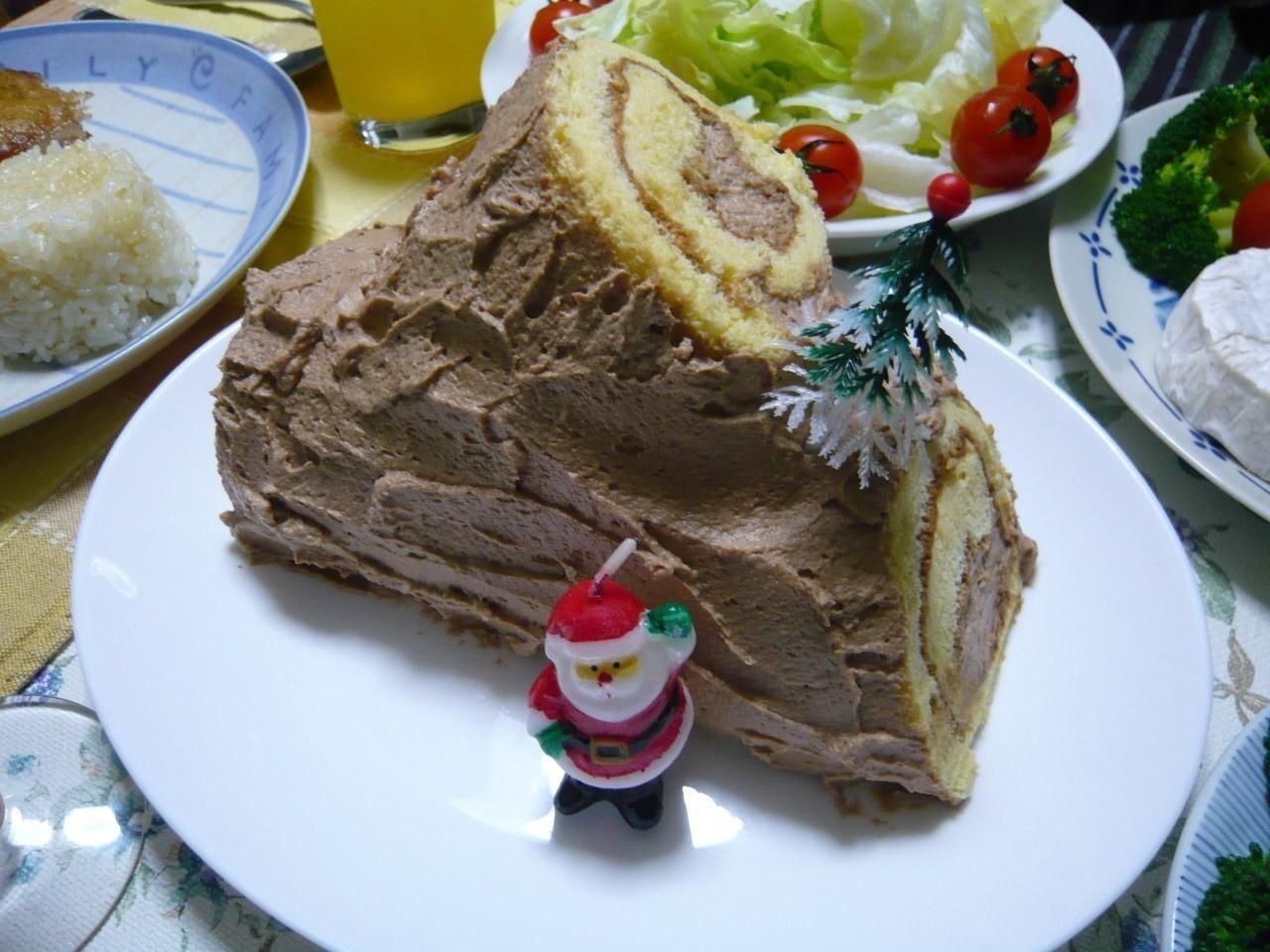今日の晩御飯はクリスマスディナー!!ケーキはブサイクなブッシュ・ド・ノエル(-_-;)