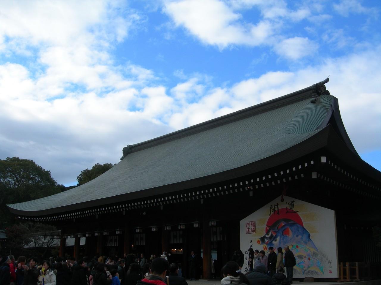 1月3日。奈良・橿原神宮(かしはらじんぐう)に初詣に行ってきました。神武天皇が即位された地であり、「日本はじまりの地」とも言われています。って、テレビで林先生が言ってました。笑