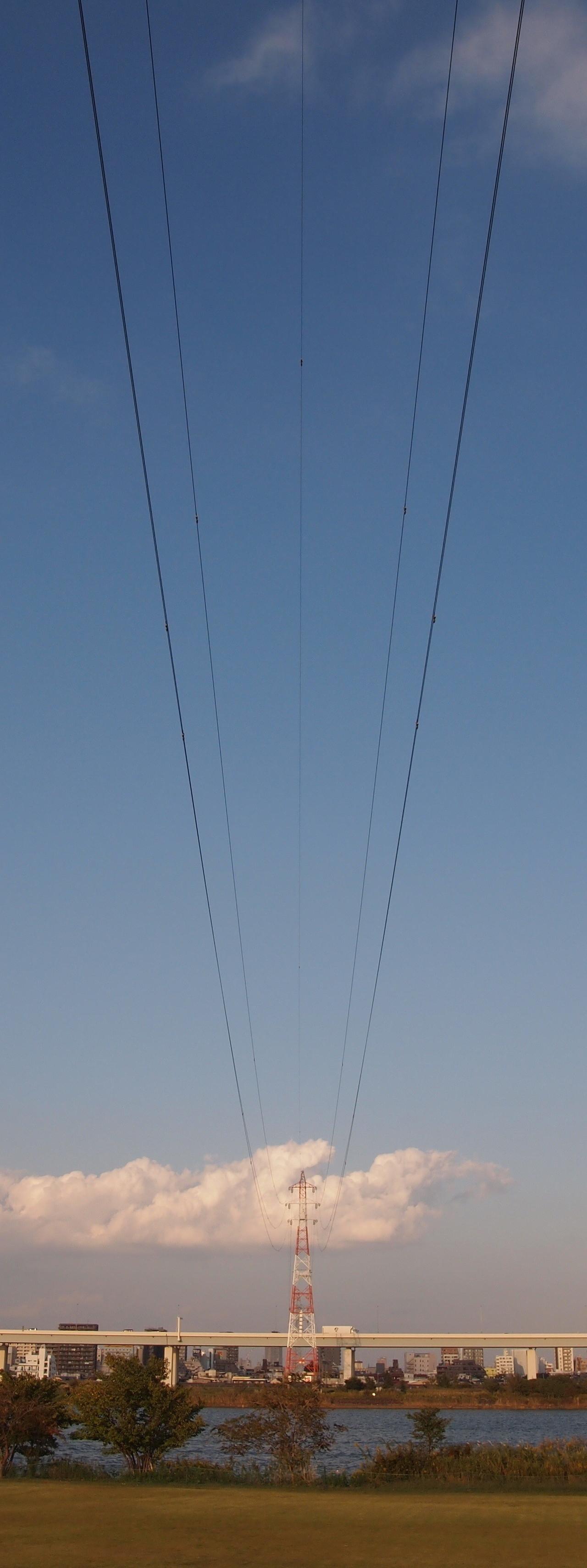 荒川を渡る亀戸線110号。2014年10月撮影。